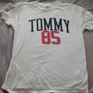 Tommy Hilfiger boys tshirt size 8/10